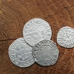 Mittelalterliche Münzen, gefunden in einem Kloster